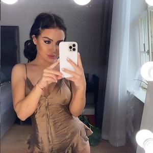 Kim Gloss, Sängerin und Unternehmerin, lächelt auf einem Instagram-Foto vom 3. Mai 2021 in die Kamera.