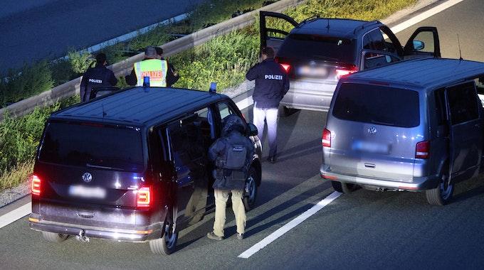 Das SEK musste in einem stundenlangen Großeinsatz auf der Autobahn verharren.