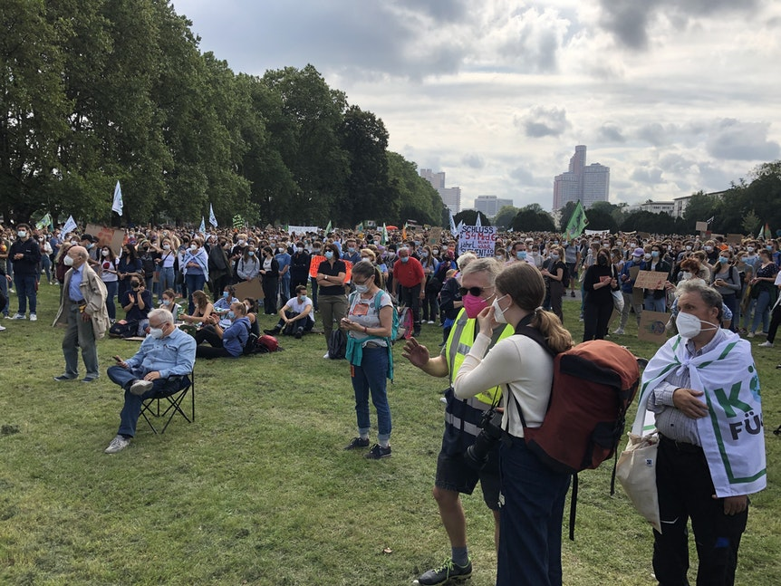 Menschenmenge bei Klimademo in Köln.