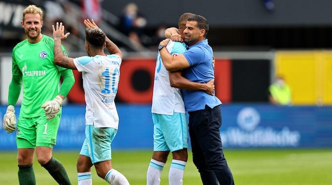 Der FC Schalke 04 jubelt über seinen Sieg beim SC Paderborn.