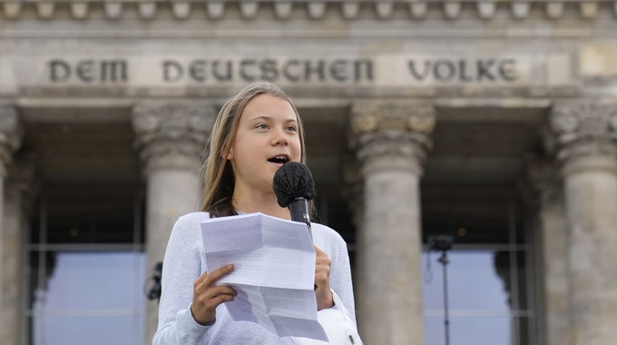 Greta Thunberg spricht am Freitag (24. September) vor dem Bundestag in Berlin.