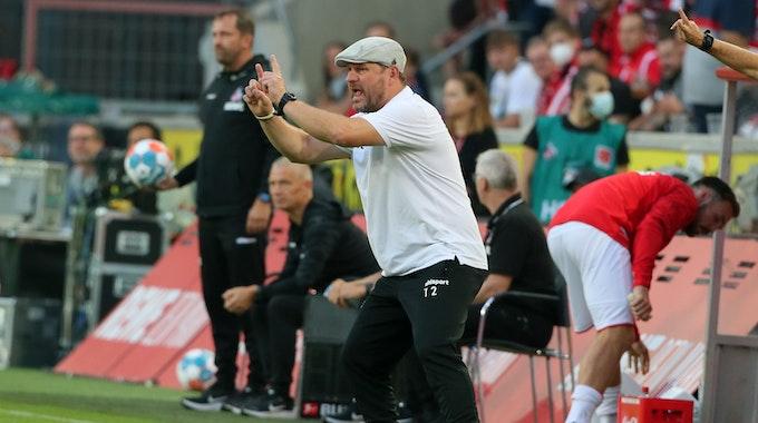 Steffen Baumgart trainiert den 1. FC Köln gegen RB Leipzig.