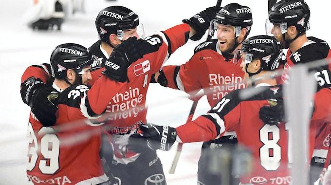 Die Spieler des KEC dürfen endlich wieder vor Zuschauern aufs Eis
