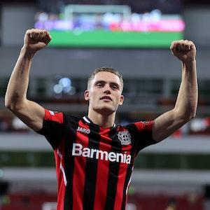 Florian Wirtz jubelt für Bayer Leverkusen in der Europa League gegen Ferencváros Budapest.