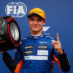 Lando Norris (McLaren) feiert die Pole in Sotschi.