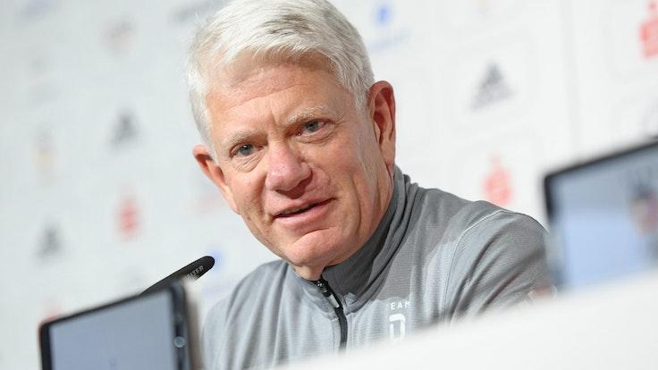 Franz Reindl, Präsident Deutscher Eishockey-Bund (DEB), gibt eine Pressekonferenz im Deutschen Haus während der Olympischen Spiele.