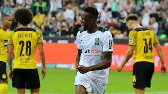 Denis Zakaria von Borussia Mönchengladbach schoss am Samstag (25. September 2021) den Siegtreffer zum 1:0-Erfolg gegen Borussia Dortmund. Das Foto zeigt den Schweizer beim Torjubel in der 37. Spielminute im Borussia-Park.