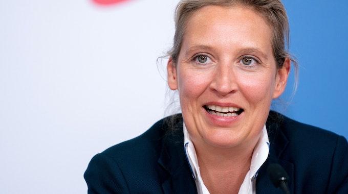 Alice Weidel (AfD, hier im Mai in Berlin zu sehen) wurde bei einem Interview mit ARD-Moderator Ingo Zamperoni ungemütlich. Doch der wies die Politikerin gekonnt in ihre Schranken.