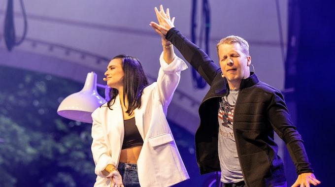 """Comedian Oliver Pocher und seine Frau Amira Pocher treten mit ihrem Programm """"Die Pochers"""" auf der Gilde Parkbühne auf."""