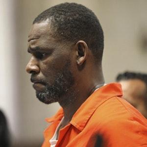 Der Prozess gegen Ex-Superstar R. Kelly (hier 2019 vor Gericht) ging am Montag (29. September) mit einem Urteil zu Ende.