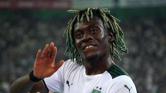 Manu Koné von Borussia Mönchengladbach, zeigt lachend eine Handbewegung am 25. September 2021.