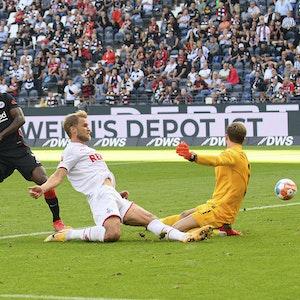 Sebastian Andersson hat eine Torchance für den 1. FC Köln bei Eintracht Frankfurt.