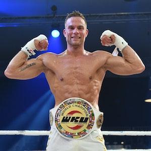 Sebastian Preuss (GER), Kickboxer, freut sich am 09.06.2018 über seine Sieg in der WKU Weltmeisterschaft im Thaiboxen - 90kg bei der Stekos Fight Night im Postpalast.