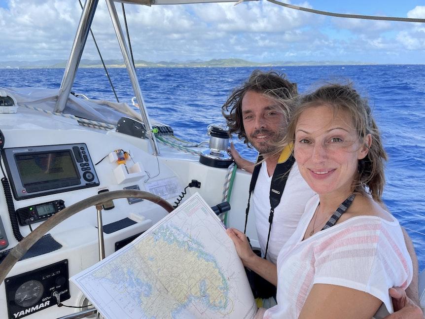 Die Kölner Moderatorin Mara Bergmann hat sich eine Auszeit auf dem Meer genommen. Die Fotos wurden aus dem SoEx gezogen.