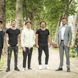 Köln: Kölner Band Cat Ballou mit den Darstellern Lukas Piloty und Tatjana Kästel bei Dreharbeiten für das ZDF