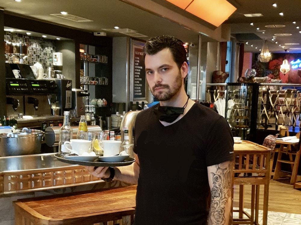 Mülheim an der Ruhr: Betriebsleiter Noel Endemann (31) im Café Leonardo