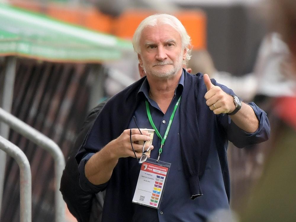 Leverkusens Sportchef Rudi Völler beim Auswärtsspiel in Augsburg.
