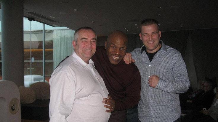 Treffen in Barcelona: Mike Tyson und die Familie Knieps bei einem gemeinsamen Schnappschuss 2012