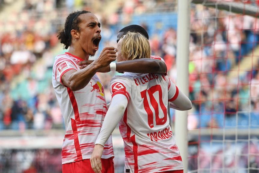 Emil Forsberg und Yussuf Poulsen jubelten gegen Hertha BSC Berlin zusammen.