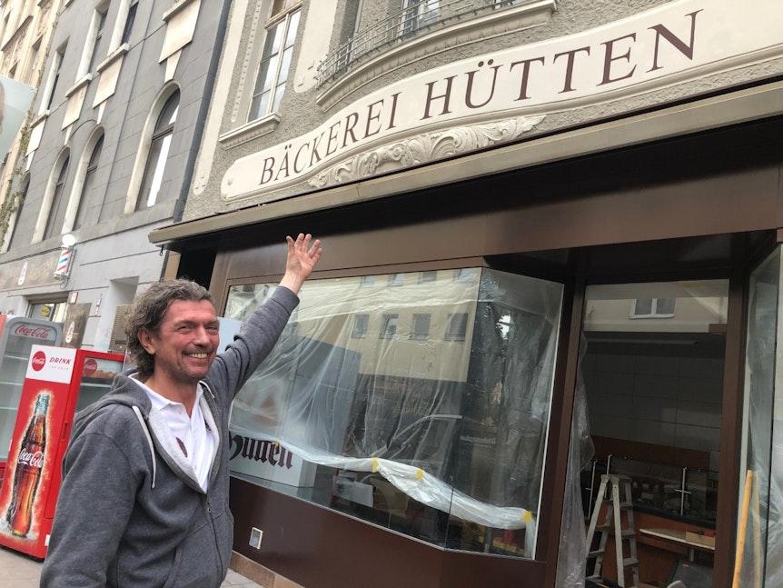 Bäckerei-Inhaber Reiner Hütten beim Umzug.