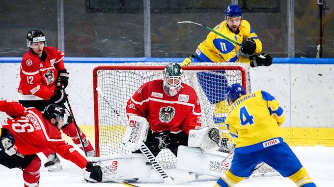 Eishockeyspieler Andrei Denyskin zieht ab