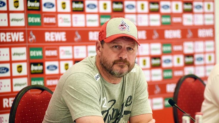 Steffen Baumgart auf der Pressekonferenz vor dem Spiel gegen Greuther Fürth.