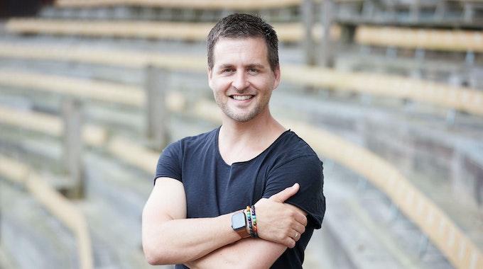 Musiker Alexander Klaws posiert auf einem Foto vom 12. Juli 2021 im Amphitheater bei den Karl-May-Spielen in Bad Segeberg.