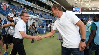 Shakehands unter Fachleuten: Ralf Rangnick (r.) und Julian Nagelsmann