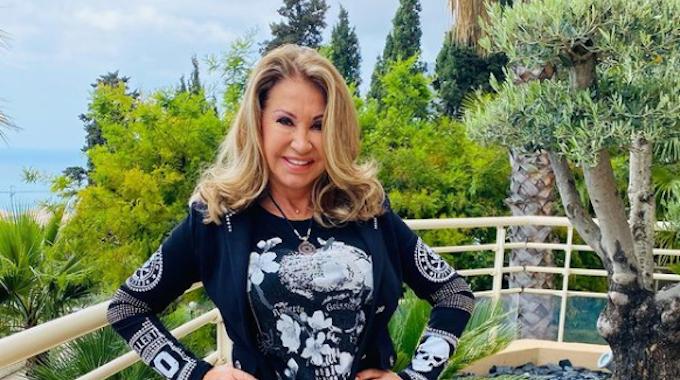 Carmen Geiss posiert auf einem Instagram-Foto vom 05. Mai 2021 in einem schicken, schwarzen Jumpsuit.