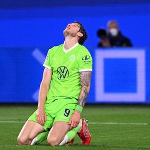 Wolfsburgs Wout Weghorst reagiert auf eine verpasste Torchance.