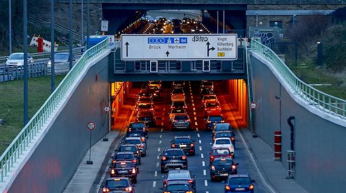Im Kalker Tunnel in Köln hat es am Mittwochmorgen (29. September 2021) einen schweren Unfall gegeben. Unser Symbolfoto vom 8. Februar 2019 zeigt den Tunnel in Fahrtrichtung Köln-Merheim.