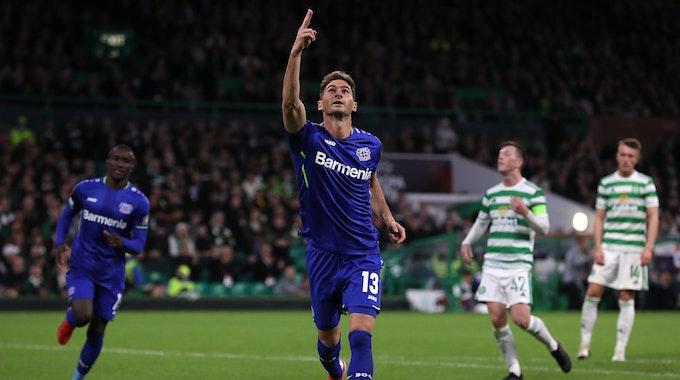 Lucas Alario bejubelt seinen Treffer zum 3:0 gegen Celtic Glasgow