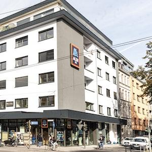 Die neue Aldi-Filiale an der Aachener Straße Ecke Moltkestraße von außen.