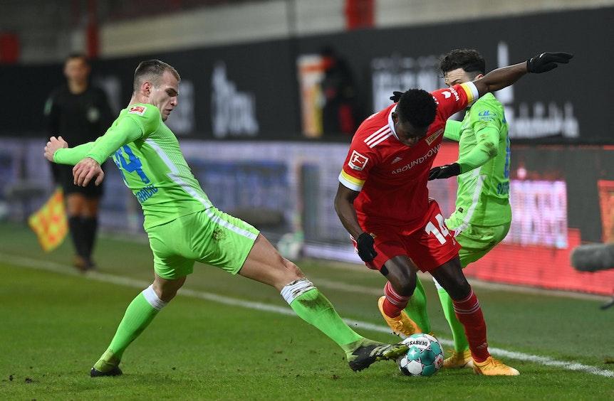 Marin Pongracic (l.) musste gegen Union Berlin mit Atemproblemen ausgewechselt werden. Auch Renato Steffen (r.) litt unter Spätfolgen seiner Infektion.