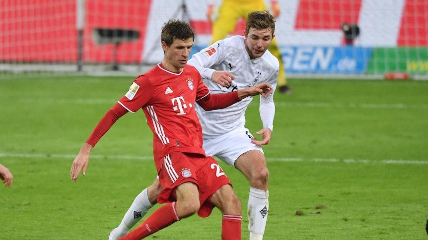Borussias Christoph Kramer (r.) traf beim 3:2-Sieg gegen Bayern München auf Weltmeister Thomas Müller (l.).