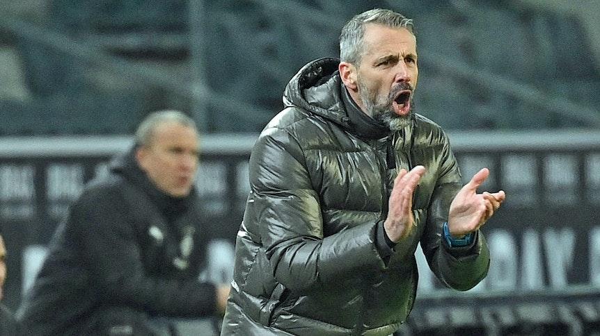 Marco Rose, Trainer der Gladbacher Borussia, klatscht am 8. Januar 2021 beim 3:2-Sieg gegen den FC Bayern München in die Hände.