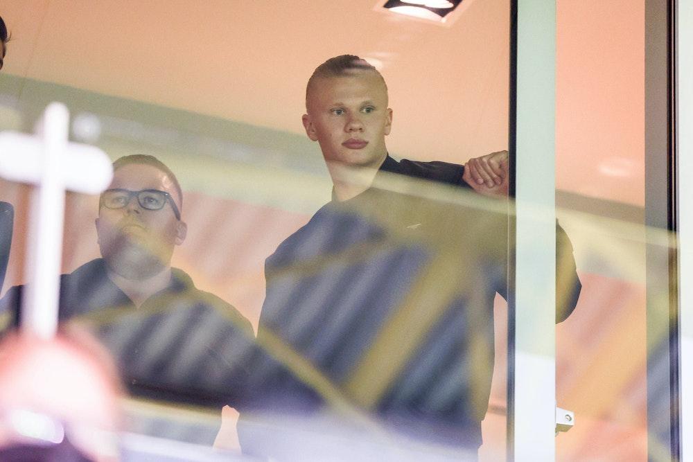 Erling Haaland von Borussia Dortmund in einer Loge im Signal Iduna Park.