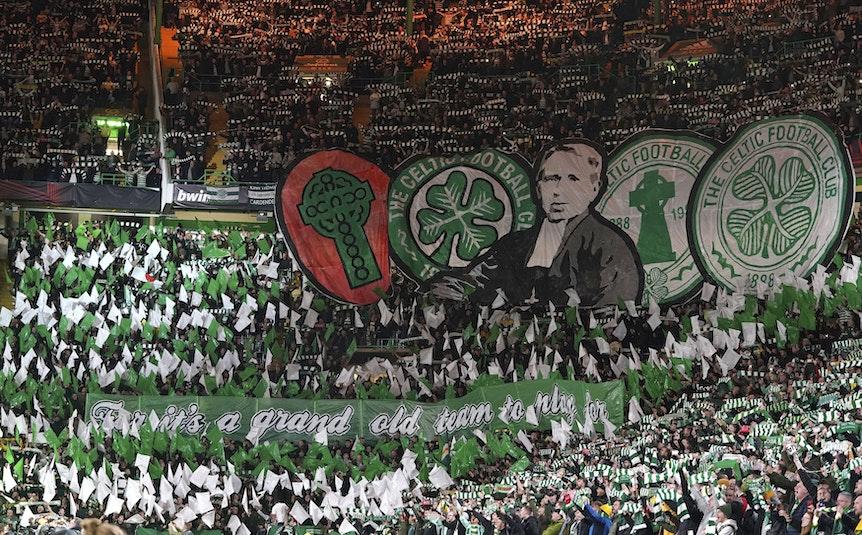 Choreographie der Fans von Celtic Glasgow beim Spiel gegen Bayer Leverkusen.