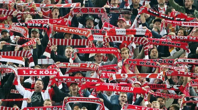 Fans des 1. FC Köln gegen Greuther Fürth