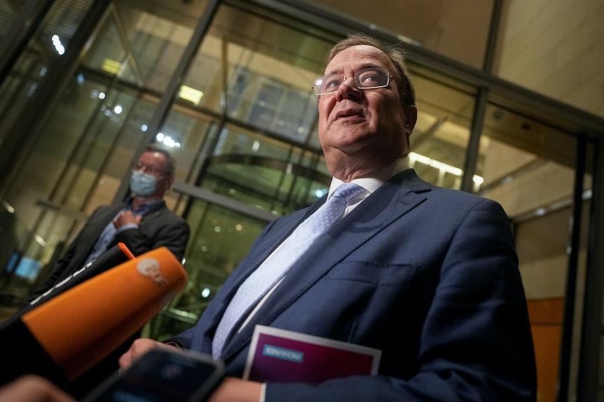 Armin Laschet, Unions-Kanzlerkandidat, CDU-Bundesvorsitzender und Ministerpräsident von Nordrhein-Westfalen, gibt nach der ersten Fraktionssitzung der Union am 28.09.21 ein Pressestatement.