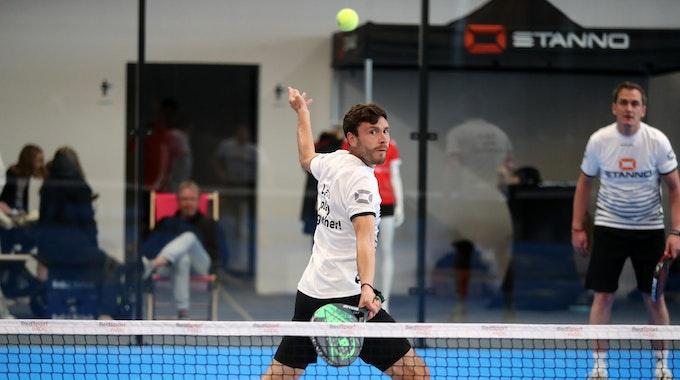 Jonas Hector spielt Padel-Tennis.