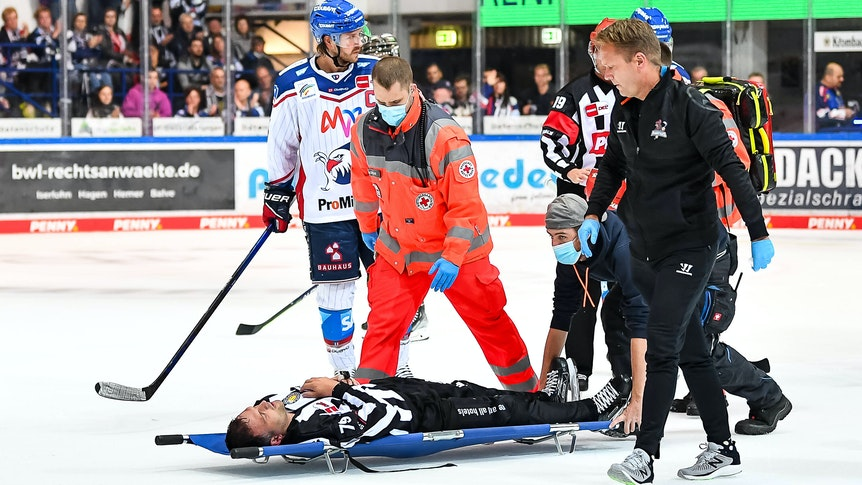 Verletzung von Linesman Andreas Kowert.