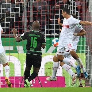 Ellyes Skhiri und Rafael Czichos treffen gemeinsam gegen Fürth.