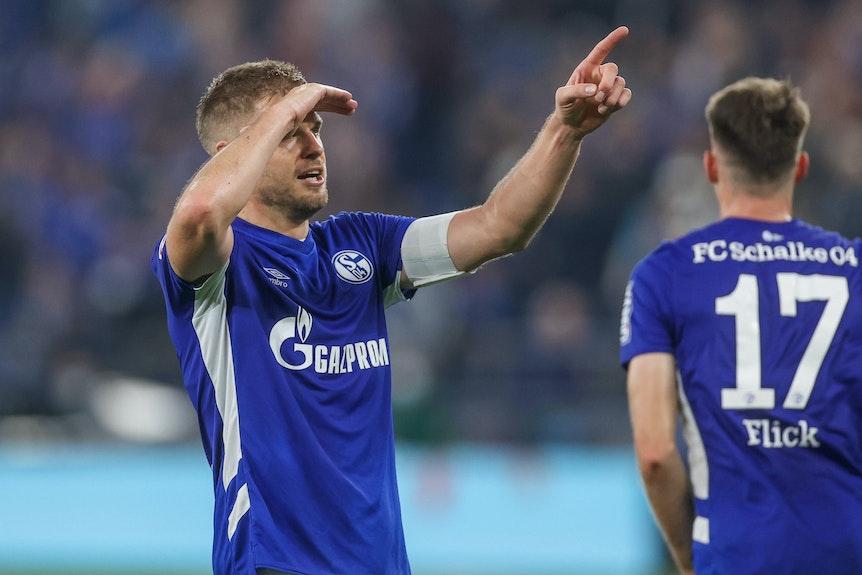 Simon Terodde jubelt über sein Tor für Schalke 04 gegen den FC Ingolstadt.
