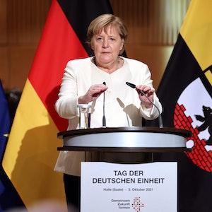 Bundeskanzlerin Angela Merkel (CDU) spricht beim Festakt zum Tag der Deutschen Einheit in der Händel-Halle.