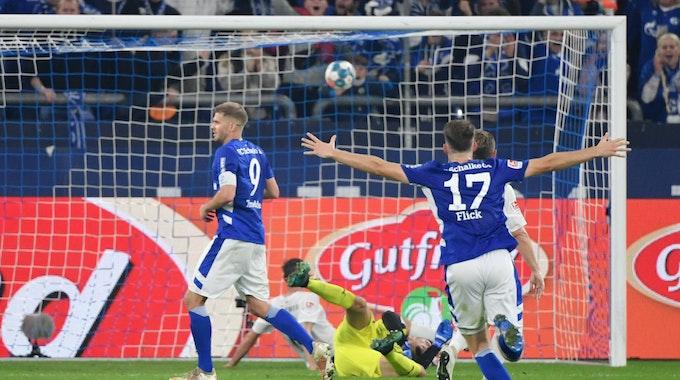 Simon Terodde jubelt nach seinem Tor zum 3:0 gegen Ingolstadt.