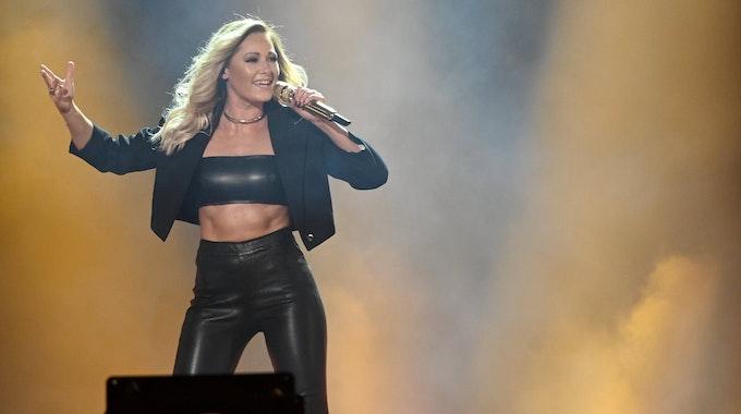 """Die Sängerin Helene Fischer steht bei der ARD Fernsehshow """"Schlagerbooom 2019"""" in der Westfalenhalle auf der Bühne."""