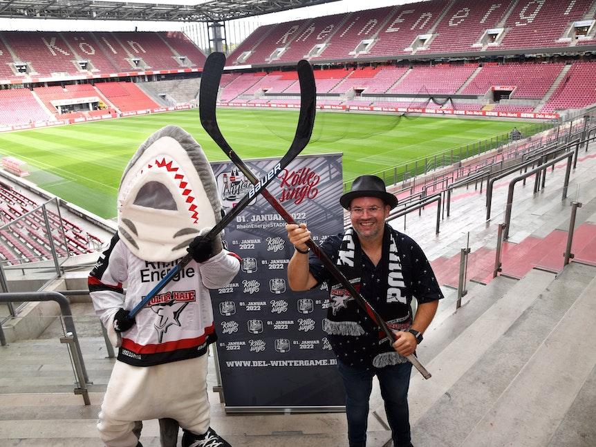Sharky und Björn Heuser im Rhein-Energie-Stadion. Beim Winter Game im Stadion wird auch Kölle singt veranstaltet.