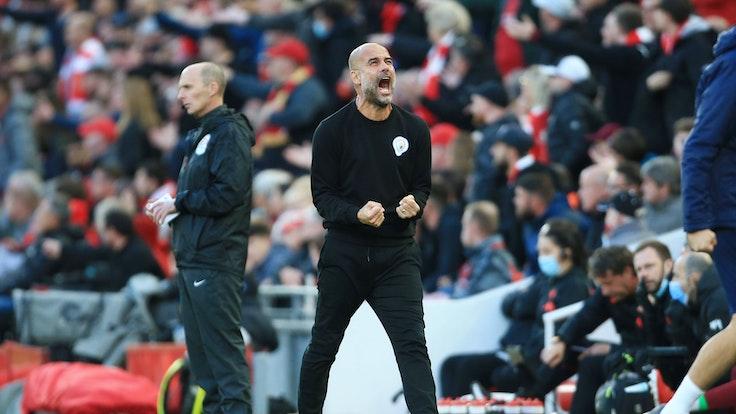 Pep Guardiola von Manchester City schreit und ballt die Fäuste.