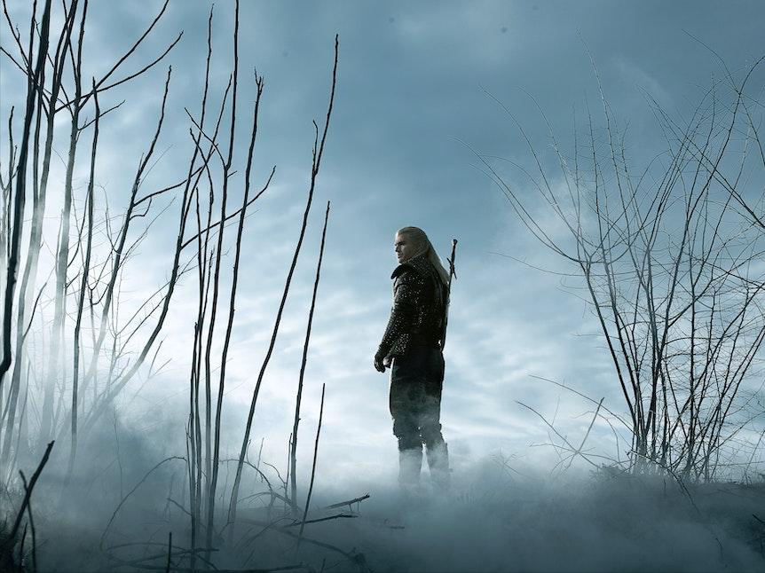 """In """"The Witcher"""" reist Geralt von Rivia als Monsterjäger umher."""